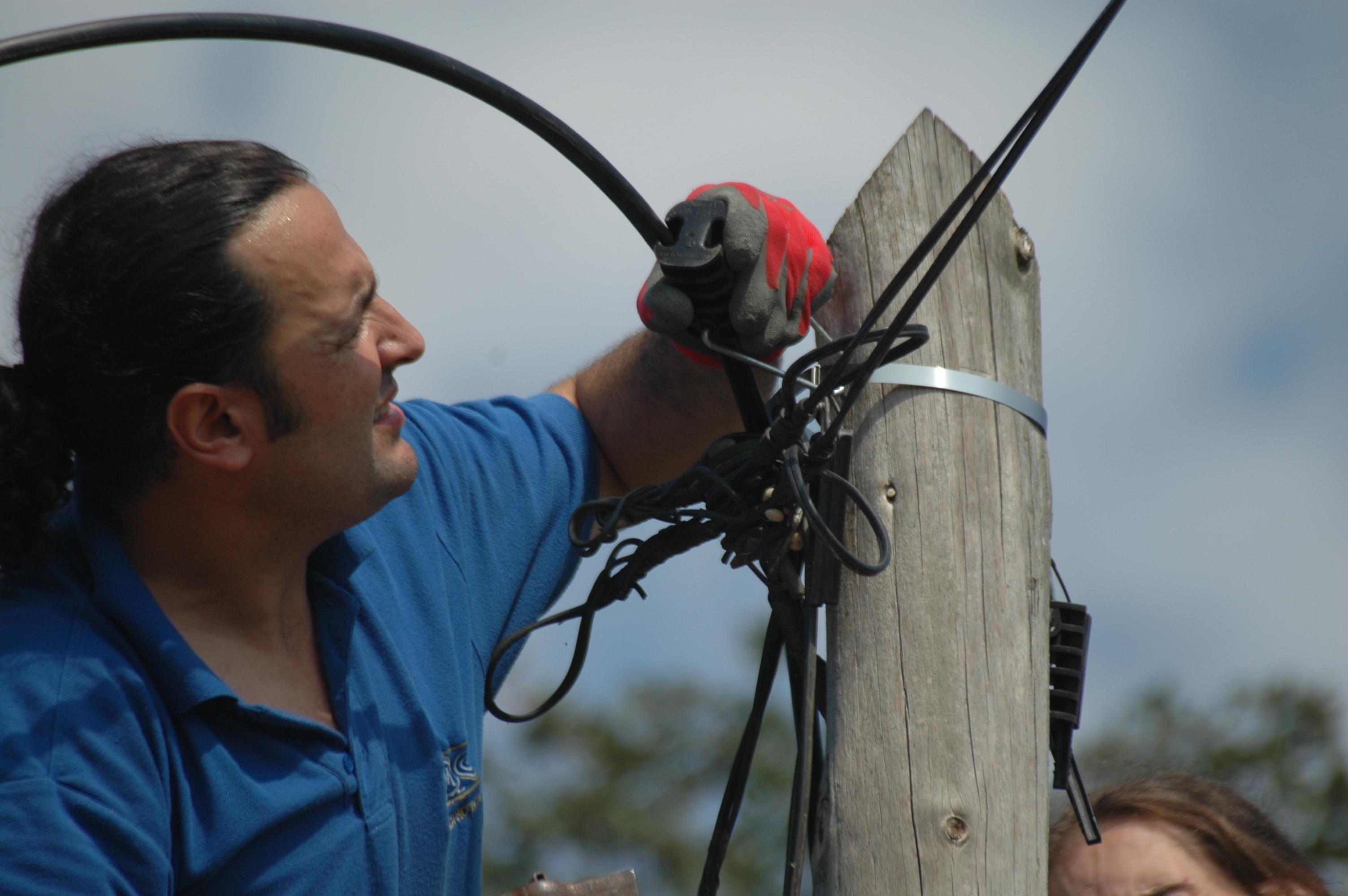 David lligant la fibra...