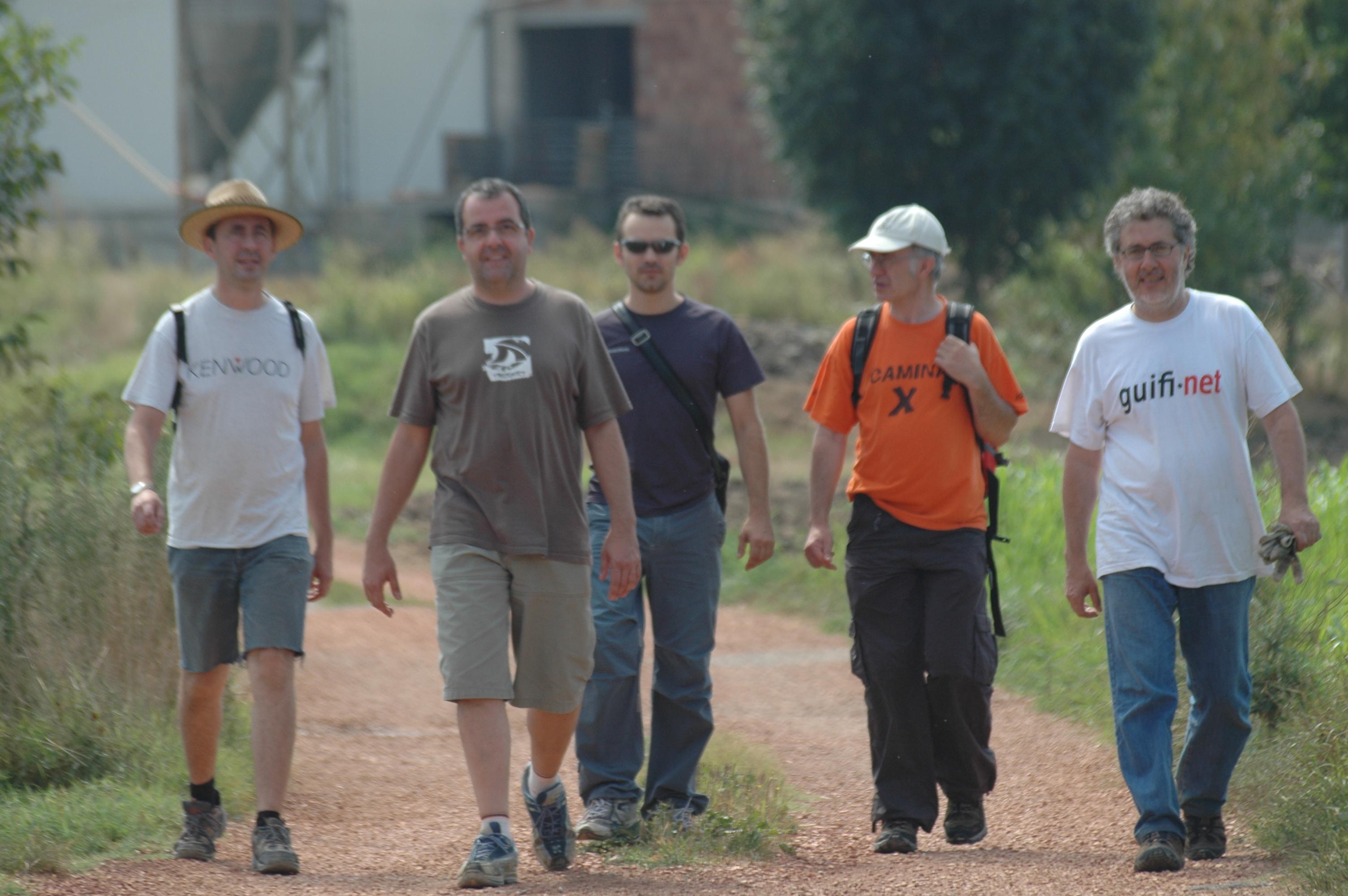 Brigadistes voluntaris anant a la feina :)